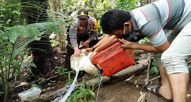 Ratusan Liter Saguer Dimusnahkan
