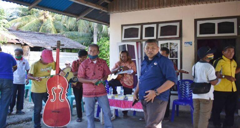 Kunjungi Desa Nipa, Furqanudin Disambut Musik Lokal