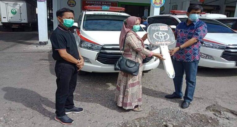 Bupati Banggai Serahkan Tiga Unit Mobil Ambulans