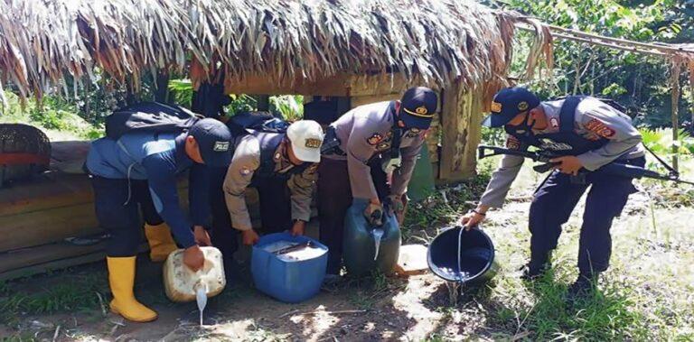 Polisi Musnahkan Ribuan Liter Miras