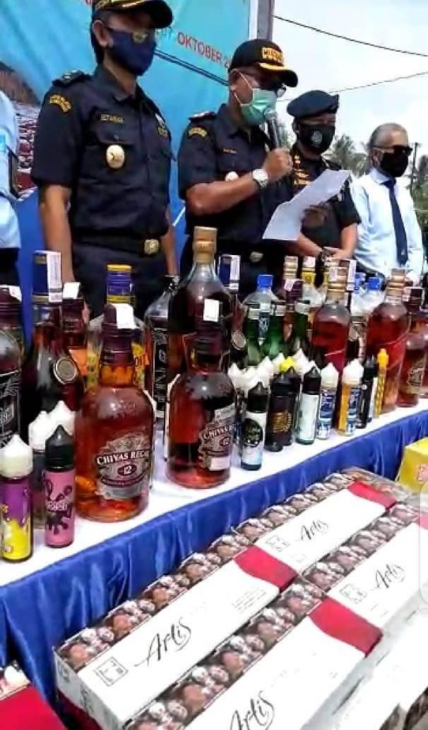 Minuman Alkohol dan Rokok Ilegal Dimusnahkan