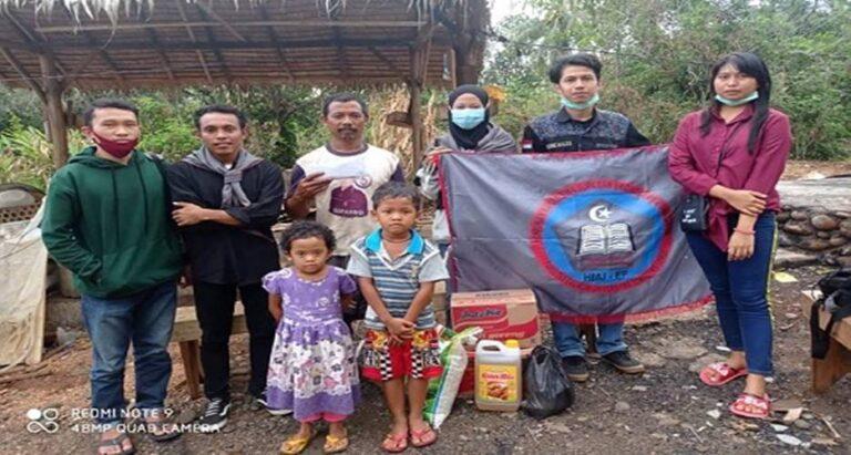 Mahasiswa Fekon Untika Luwuk Peduli, Salurkan Bantuan Korban Kebakaran di Toili