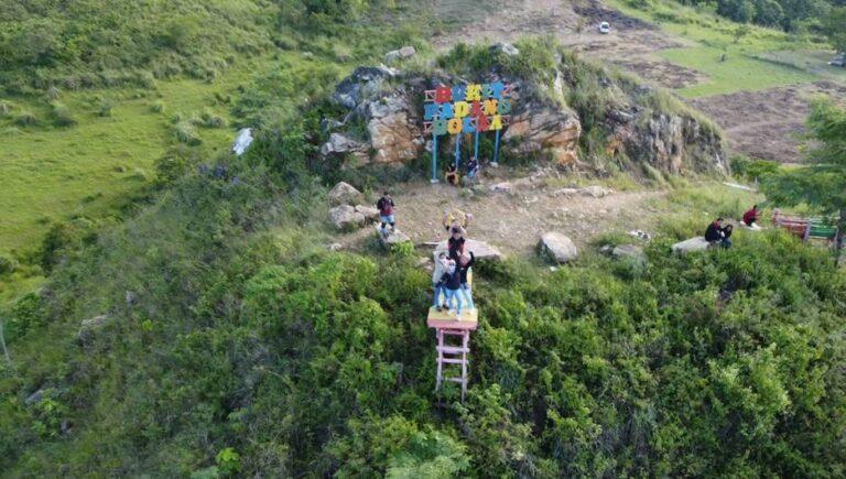 Wisata Padang Bolaa Tingkatkan PAD Desa Lenyek