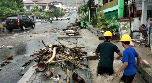 Siklon Tropis Sebabkan Hujan Lebat hingga Gelombang Tinggi di Luwuk