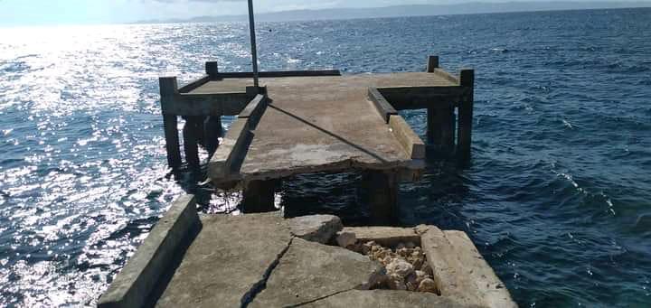 Dihantam Gelombang dan Angin,Dermaga di Banggai Laut Roboh