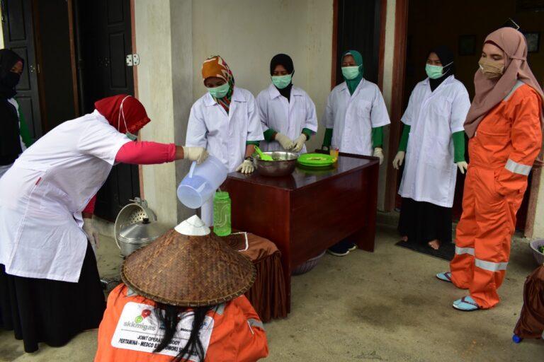 Kelompok Binaan JOB Tomori Hasilkan Inovasi Produk Disinfektan dan Handsanitizer Herbal