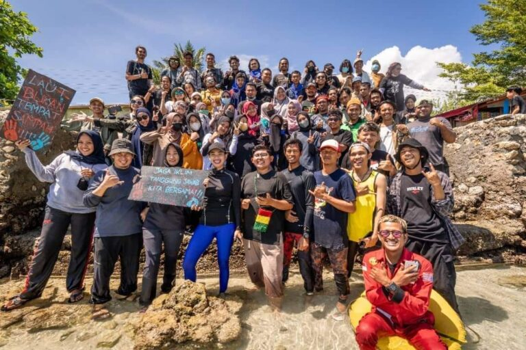 Hari Sumpah Pemuda, Luwuk Freedive Gelar Aksi Bersih Pantai