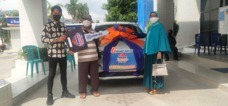Sumari, Petani Toili Yang Mendapat Mobil Dari BRI Luwuk